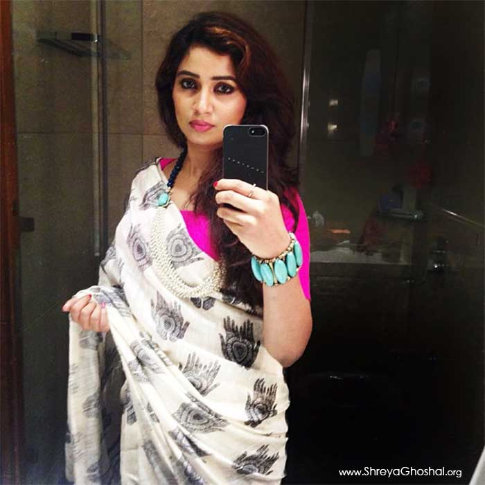 shreya ghoshal wore a simple saree today