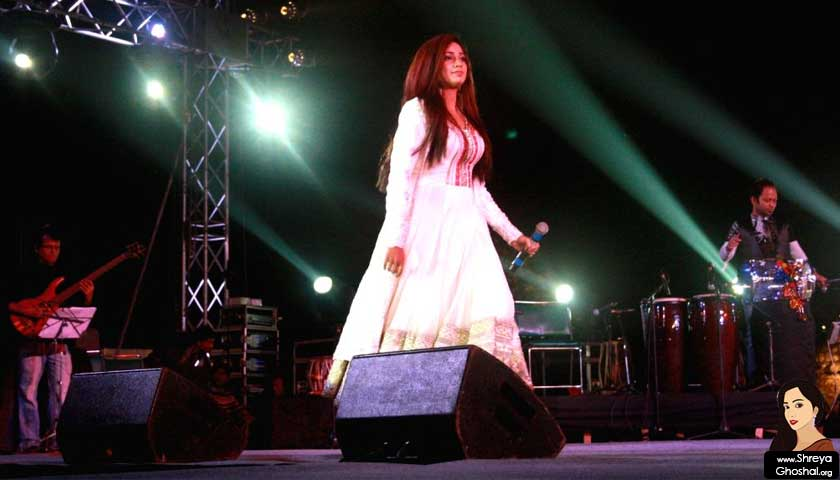 Shreya Ghoshal dazzles music lovers at 'Qutub festival'