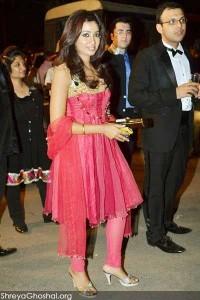 Shreya Ghoshal at Boman Irani son reception