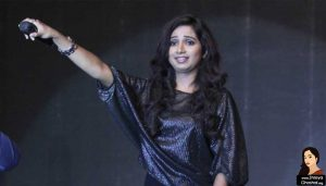 Shreya Ghoshal concert, ask to sing
