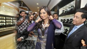 Shreya Ghoshal at Joy Alukkas