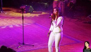 shreya ghoshal in white jeans singing